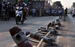 Xe ben leo dải phân cách, tông hàng loạt xe máy