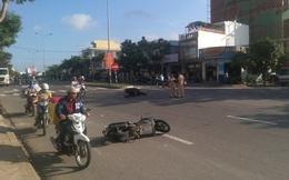 Xe máy đâm nhau trượt dài 10m, 2 người bị thương