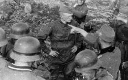 Câu chuyện đằng sau bức ảnh chiến sĩ Hồng quân Liên Xô hiên ngang trước giờ bị xử bắn