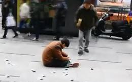 Gã say vung tiền giữa phố và cái kết không tưởng