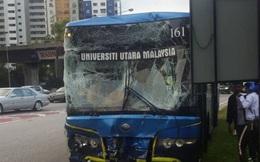 Xe bus chở VĐV SEA Games tông nhau bẹp đầu trên đường đến nhà thi đấu