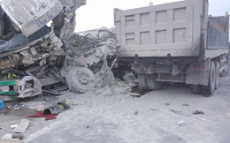 """Xe tải đấu đầu xe """"hổ vồ"""", 2 tài xế tử vong tại chỗ"""