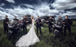 Không có thời gian ra ngoài, chàng cảnh sát đặc nhiệm điển trai đưa hôn thê vào khu huấn luyện chụp ảnh cưới
