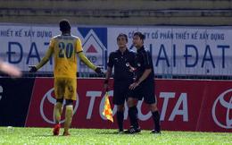 VPF 'treo' trọng tài bẻ còi trận Long An, trợ lý Park Hang Seo thích 'sao' U20 Việt Nam