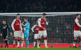 Arsenal phòng ngự kiểu 'tự sát', ngây thơ 'như trẻ con'