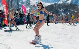 7 ngày qua ảnh: Hàng nghìn người mặc bikini trượt tuyết ở Nga