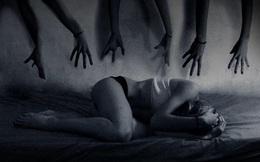 """Nửa đêm tử tù đột nhập vào nhà, cô gái trẻ nếm trải """"cơn ác mộng"""" đau đớn nhất đời"""