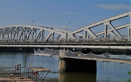 Khôi phục lại ban công ngắm cảnh trên cầu Trường Tiền