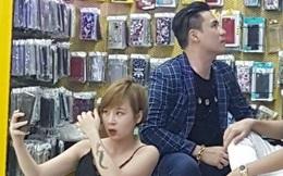 Sự thật hài hước về bức ảnh fan nữ hớ hênh do mải chụp với Khánh Phương