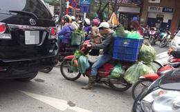 Khoảnh khắc trên phố Hà Nội khiến người ta vừa giận vừa thương