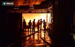 Hà Nội: Gara ô tô bốc lửa dữ dội, nguy cơ cháy lan sang chùa Phúc Khê