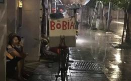 Cơn mưa rào lúc 1h sáng và gói mì tôm 10 nghìn khiến cô bán hàng rong lưỡng lự
