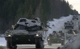 24h qua ảnh: Xe tăng NATO ồ ạt áp sát biên giới Nga