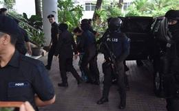 Đoàn Thị Hương và Siti Aisyah được áp giải tới tham gia phiên xét xử sáng nay