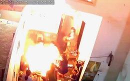 Clip: Bình gas bất ngờ phát nổ, cả nhà hoảng loạn, mất cả bữa cơm