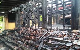 Ngôi đền cổ Độc Lôi Sơn bằng gỗ cháy rụi trong chốc lát