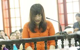 Nữ bị cáo quỳ lạy di ảnh nạn nhân mình đã sát hại để mong tha thứ