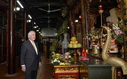 Ngoại trưởng Mỹ Tillerson thăm chùa Trấn Quốc, di tích Nhà tù Hỏa Lò