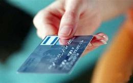 Bắt được thẻ cắm trên cây ATM, nổi máu tham rút đến hơn 60 triệu đồng