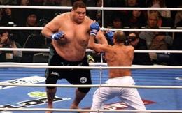"""""""Quái vật"""" 2m - 250kg bá chủ sumo, bị 4 cao thủ """"xử đẹp"""": Trò hề MMA"""