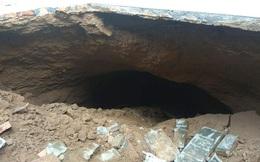 Phát hiện hang động lớn ngay trong sân, nhiều hộ dân thấp thỏm