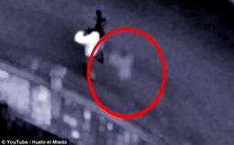 Gắn camera an ninh để theo dõi, cặp đôi hoảng sợ trước những gì họ nhìn thấy
