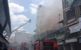 Cháy cửa hàng đồ chơi trẻ em cạnh chợ Kim Biên, hàng trăm tiểu thương hốt hoảng