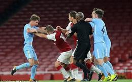 """Bị đuổi vì đánh cầu thủ Man City trên sân, vào đường hầm Jack Wilshere tiếp tục """"xử"""" nốt"""