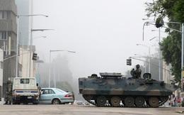 24h qua ảnh: Xe quân sự tuần tra trên đường phố ở thủ đô Zimbabwe