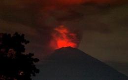 Núi lửa Agung phun trào: Sân bay Bali đóng cửa, trăm nghìn người sơ tán khẩn