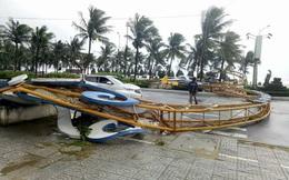 Gió quật đổ cổng chào ở Đà Nẵng, cây đè khiến một người gãy chân