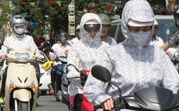 Người dân đổ về thành phố trong nắng nóng gay gắt, có nơi trên 38 độ