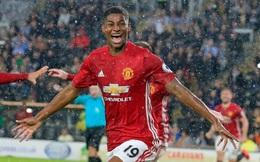 """Chăm chỉ, ngoan ngoãn, Rashford được Mourinho phát """"quà"""""""