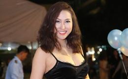 Phi Thanh Vân diện đầm gợi cảm đi xem phim một mình