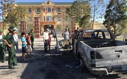 Dừng trước cổng Viện kiểm sát, xe Mazda bất ngờ cháy trơ khung