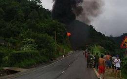 Xe bồn chở xăng dầu bốc cháy dữ dội, cột khói cao hàng trăm mét