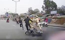 3 cảnh sát bị xịt hơi cay lúc rạng sáng, nóng rát vùng mặt