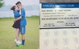 """Thiệp cưới của cặp đôi lệch 36 cm """"cuồng"""" Chelsea gây tò mò vì như vé xem bóng đá"""