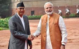 """Ông Modi """"biệt đãi"""" Thủ tướng Nepal, học giả TQ mỉa mai: Ấn Độ làm sao đọ kinh tế được với TQ"""
