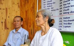 Tình yêu nửa thế kỷ trong quán cóc của cặp vợ chồng U80