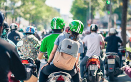 Này những Grab Bike, hãy cứ lắng nghe lời xã hội cay nghiệt, ngắm phố phường trên yên xe và lĩnh lương cao hơn nhân viên ngân hàng