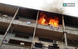 Nhiều người tháo chạy khỏi chung cư cháy ngùn ngụt ở Sài Gòn