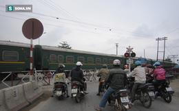 Nghệ An: Tàu hỏa đâm công nhân đường sắt gãy tay chân