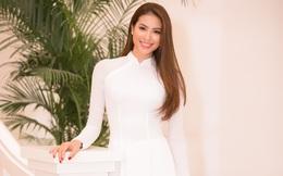 Phạm Hương đẹp dịu dàng với áo dài
