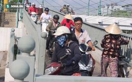 TP HCM: Cầu xây cho người đi bộ bị xe máy giành để... đi cho gần