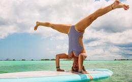 """Bí mật dữ dội đằng sau tư thế trên nước tuyệt đỉnh của cô giáo yoga """"hot"""" nhất thế giới"""