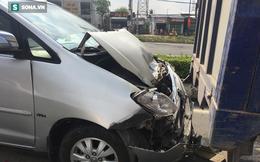 Va chạm liên hoàn, người nước ngoài kêu cứu trong ô tô