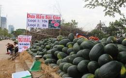 Dưa hấu miền Nam mất giá, đổ bộ ra Hà Nội bán chỉ 6.000 đồng/kg