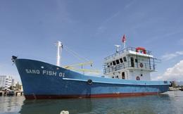 Vụ tàu vỏ thép hỏng nằm bờ: Hãng đóng tàu dọa kiện ngư dân, Bộ NN&PTNT