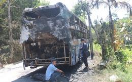 Xe khách vừa chạy chuyến đầu tiên bị lửa thiêu rụi khi đang lưu thông